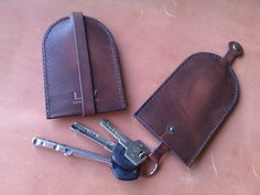 Leather Key Holder / Protector: ideal for Men or women who carry keys in their pockets. This helps keep keys flat, comfortably held within a leather envelope, perfect for carrying in pockets. It also protects clothing & pockets from damage due to holding sharp keys against tight pant legs.