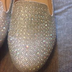 💎 CRYSTAL FLATS 💎 Super cute ! Show stopping shoes. Size 8.5, inside says 10 (misprint)! Super fashionable💎 Shoes Flats & Loafers
