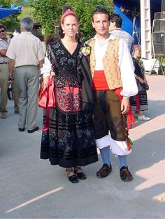 llanisca traje - Buscar con Google Folklore, Regional, Lace Skirt, Spanish, Camping, Costumes, Natural, Google, Skirts