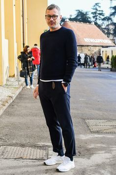Nice Spring Outfit For Men To Copy Now, Spring is officially here to remain! It is certainly one of the best seasons! You are likely to see fabulous Spring looks that will force you to look . Mens Fashion Quotes, Mens Fashion 2018, Hipster Grunge, Grunge Goth, Casual Fall Outfits, Spring Outfits, Street Style Vintage, Sneakers Fashion, Fashion Outfits