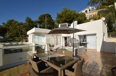 Located in a secure estate on the heights of Villefranche, in a villa , beautiful apartment of 120 sqm with large sunny terraces offering stunning sea view. Furnished : Yes #holidayapartment #realestate #accomodation #apartment #luxuryapartment #NicolasPisani #Villefranchesurmer http://www.nicolaspisani.com/en/holiday-appartment-rent-detail/apartments/1929-for-rent-in-villefranche-sur-mer-beautiful-apartment-120-sqm-secure-estate-in-a-villa-terraces-stunning-sea-view-air-co-parking-space.cfm