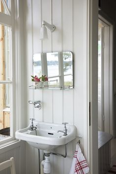 Easy Ways To Love Your Home; Farmhouse Bathroom Decor Ideas As far as home-improvement projects go, it's not the scale of the changes that you make. Bathroom Interior, Modern Bathroom, Small Bathroom, White Bathroom, Small Sink, Design Bathroom, Bathroom Styling, White Cottage, Cottage Style