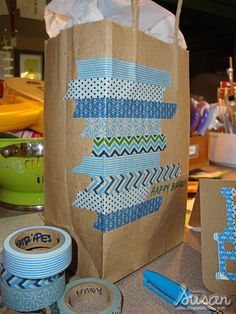 Washi Tape Gift wrapping / Envolturas Dressing up a paper bag with washi tape.