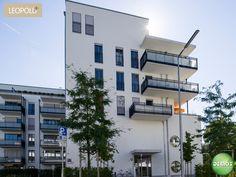 Foto Straßenansicht - Leopold+ #Schwabing #München #Leopoldstraße #Fotografie #Photographie #Balkon #Architektur #Neubau #Neubauprojekt #Eigentumswohnungen #Demos #Referenzobjekt #Wohnen