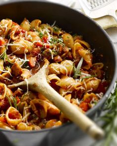 One pot pasta met chorizo en paprika Pasta Recipes, Dinner Recipes, Cooking Recipes, Healthy Recipes, Chorizo, Tapas, One Pot Pasta, Food Platters, Comfort Food