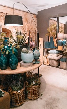 Here you can buy the most beautiful furniture and decorations of Mallorca In the city of Santanyi on Mallorca there are now countless shops where you can buy beautiful decoration and furniture. We take you to a city tour!