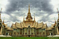 Non Kum Temple  (Nakornratchasima, Thailand) by Suradej Chuephanich