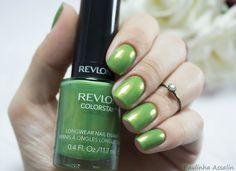 Unhas: Bonsai  Revlon Longwear Nail Enamel.