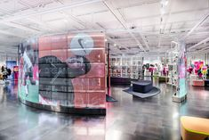 Nike adds plus-size mannequins to London Oxford Street store Diversity Display, Nike App, World Cup Kits, Retail Concepts, Oxford Street, Retail Interior, Retail Space, Retail Design, Workout Programs