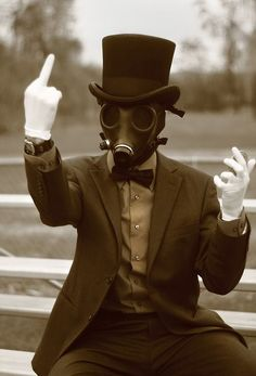 Image de gas mask and middle finger Gas Mask Art, Masks Art, Gas Masks, Plague Doctor, Dark Photography, Psycho Photography, The Villain, Post Apocalyptic, Steampunk