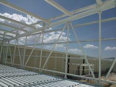 Estructura de acero de 2 niveles para producción de partes automotrices, con área de construcción de 2880m2.  #arquitectura #construcción.