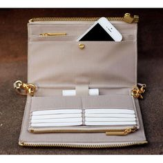 amazing clutch+wallet for travel. #need