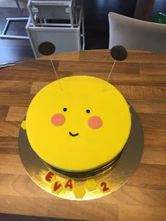 """""""Rot-Knäppchen"""" backt...: 21.09.2017 - Bienen-Torte für Lydia (bzw. eigentli... Cake, Desserts, Godchild, Co Workers, Bees, Pies, Birthday, Red, Children"""