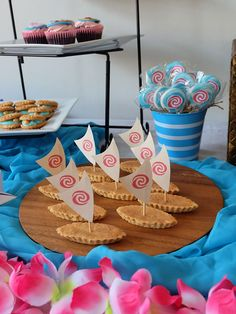 Zoë turned When it came to pick a theme for her Birthday party this year, Zoë didn't have to think twice about choosing a Moana inspired celebration. Moana Theme Birthday, Moana Themed Party, Hawaiian Birthday, Birthday Parties, Moana Party Decorations, Party Themes, Moana Hawaiian, Sailboat Cake, Festa Moana Baby