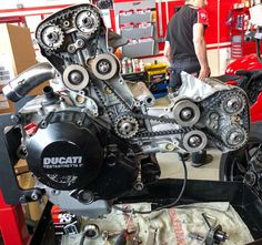 Motorcycle Engine, Cafe Racer Motorcycle, Car Engine, Ducati Desmo, Ducati 1299 Panigale, Ducati Motorcycles, Vintage Motorcycles, Ducati Cafe Racer, Ducati Monster
