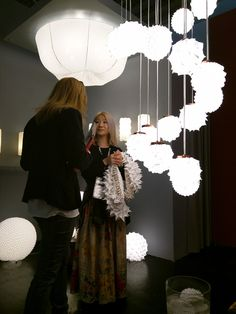 The pendant lamps by Suzusan were harmoniously presented at different heights at the stand.