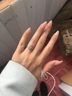 Semi-permanent varnish, false nails, patches: which manicure to choose? - My Nails Stiletto Nail Art, Nude Nails, Gel Nails, Coffin Nail, Manicures, Nail Polish, Acrylic Nail Designs, Nail Art Designs, Milky Nails