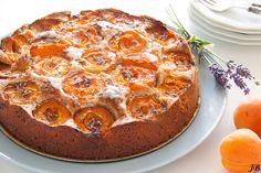 Apricot Walnut and Lavender Cake. Apricot walnut and lavender cake from Ottolenghi (in Dutch) Best Cake Recipes, Easy Cookie Recipes, Easy Desserts, Baking Recipes, Otto Lenghi, Ottolenghi Recipes, Yotam Ottolenghi, Lavender Cake, Favorite Cookie Recipe
