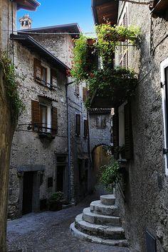 Narrow alley way inTremosine, Italy by giasco, via Flickr