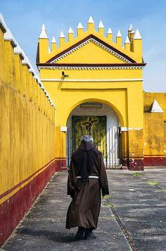 Walking to Jesus, Convento de San Gabriel, Cholula, Mexico. | by pedro lastra