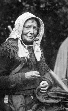 Gypsy woman - New Forest, Hampshire, England - Vintage Photographs, Vintage Images, Vintage Art, Old Pictures, Old Photos, Mime, Gypsy Style, Bohemian Gypsy, Hippie Style