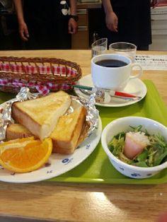 今日のお昼ご飯はトーストセットとブレンドコーヒーホットいただいています。