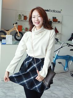 Korea women shopping mall [REALCOCO] Winter Check SKT / Size : S,M / Price : 57 USD #realcoco #dailylook #officelook #cute #skirts