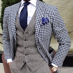 A check blazer is a stylish jacket that every man should have in his wardrobe. Check this guide on how to wear a check blazer like a pro. Costume En Lin, Mode Costume, Der Gentleman, Gentleman Style, Sharp Dressed Man, Well Dressed Men, Mens Fashion Suits, Mens Suits, Men's Fashion