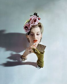 John Rawlings, American Vogue, March 1943 © 1943 Condé Nast. / http://www.yatzer.com/papier-glace-palais-galliera