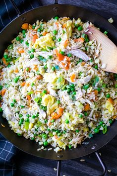 How to make chicken fried rice at home! This healthier fried rice recipe has shredded chicken breast, cooked rice, veggies, and eggs. It's on the table in 30 minutes too! Boiled Chicken And Rice, Rice Recipes, Easy Recipes, Healthy Recipes, Asian Recipes, Healthy Food, Lemon Pasta, Shredded Chicken Recipes, Easy Pasta Salad