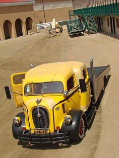 Gorgeous old truck.