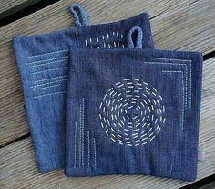 Old jeans - new potholders - develloppa- Alte Jeans – neue Topflappen – develloppa Old jeans – new potholders – develloppa - Jean Crafts, Denim Crafts, Sashiko Embroidery, Japanese Embroidery, Artisanats Denim, Jean Diy, Diy Sac, Denim Ideas, Diy Jeans