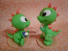 Cositas Polymer Clay Ornaments, Polymer Clay Figures, Polymer Clay Animals, Polymer Project, Polymer Clay Projects, Polymer Clay Dragon, Fimo Clay, Dinosaur Party, Dinosaur Cake