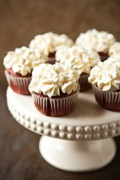 Red Velvet cupcakes with cream cheese COOL WHIP frosting! - Y'all know I love me some red velvet cake! Frosting Recipes, Cupcake Recipes, Cupcake Cakes, Dessert Recipes, Cupcake Icing, Cupcake Art, Dessert Healthy, Dinner Recipes, Cool Whip Frosting