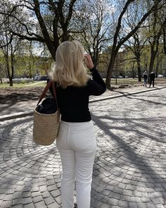 Blonde. Spring. White jeans. Simple outfit. Norwegian. Scandinavian. Girl. Curls. Hairstyle. Oslo. Inspo. Style. Fashion. Spring Has Sprung, Oslo, Simple Outfits, White Jeans, Scandinavian, Style Fashion, Curls, Fashion Photography, Hairstyle