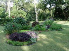 Kidney-shaped bed in back yard of Joe and Lynn Hughes, Stillwater, OK!!! Bebe'!!! Love the mutiple island beds!!!