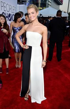 Black & White dresses dominated the People's Choice Awards. This one was my favorite!