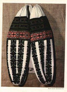 Ukrainian Dress, Ukrainian Art, Dress Design Sketches, Mexican Blouse, Folk Embroidery, Folk Fashion, Beaded Brooch, Embroidered Clothes, Folk Costume