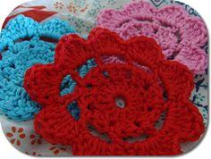 Crochet flower pattern - would look cute in the middle of a bigger flower with a button in the center