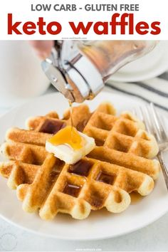 Keto Waffles Recipe with Almond Flour! perfect easy low carb waffles make the best keto breakfast! Keto Breakfast Muffins, Best Keto Breakfast, Keto Breakfast Smoothie, Breakfast Recipes, Ketogenic Breakfast, Brunch Recipes, Breakfast Ideas, Ketogenic Diet, Keto Waffle