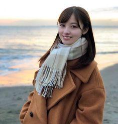 みなさんお久しぶりです! 橋本環奈staffです。 昨日発表になりました、AbemaTV「1ページの恋」に、水瀬あかり役で出演させて頂きます! 写真は海辺での1枚です! 放送は2019年2月18日から! 下記のURLからチェックしてみてください!… Beautiful Japanese Girl, Beautiful Asian Women, Japan Girl, Japanese Models, Kawaii Cute, India, Japan Fashion, Female Portrait, Fashion Outfits