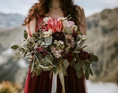 Elopement & Weddings (@blitzkneisser_foto) • Instagram-Fotos und -Videos Mountain Weddings, Foto Instagram, Bridesmaid Dresses, Wedding Dresses, Elope Wedding, Bridal Flowers, Manners, Floral Wreath, Bouquet