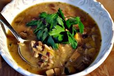 Mushroom and Wild Rice Soup from an old Martha Stewart Living magazine Meals For One, Main Meals, Soup Recipes, Vegan Recipes, Wild Rice Soup, Healthy Chef, Gumbo, Soups And Stews, Vegane Rezepte