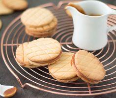 Het recept voor zelfgemaakte stroopkoeken: ✓ makkelijk om te maken ✓ ontzettend lekker ✓ met zelfgemaakte karamel ✓ echte stroopkoeken