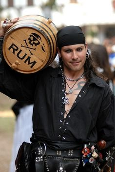 "I'd let him ""plunder me treasure"" anyday love ;)  41 Incredible Ren Faire Costumes ..."