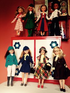 Muñecas Lissi de Guillén y Vicedo, Corinne de Italocremona y Fanny de Vicma, años 70. Antique Dolls, Vintage Dolls, Barbie, Italian Fashion, Fashion Dolls, Doll Stuff, Disney Princess, Play, Spanish Modern