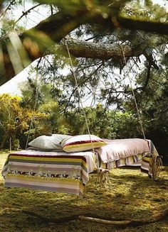 Hanging bed to dream away -I would never get anything done if I had this in my yard!