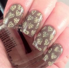 Amazing detail on this leopard and zebra heart design!