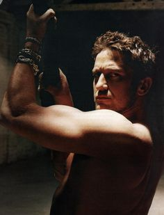 Gerard Butler     Arms = my obsession!