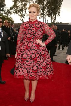 Now here's a sight we're not used to seeing - Adele in color!Straying away from her usual all black old Hollywood glam look, Adele arrived to the Annual Grammy Awards in red floral Valentino. Adele Grammys, Grammys 2013, Adele Style, Los Grammy, Valentino Dress, Valentino Couture, Fashion Fail, Fashion News, High Fashion